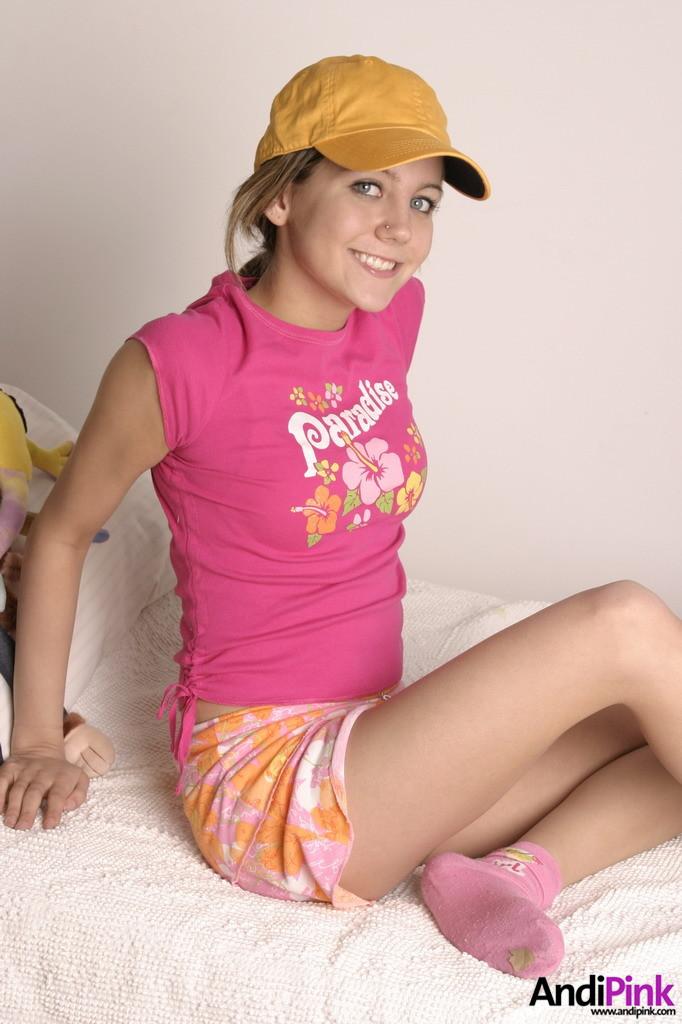 Rachel mcadams toe cleavage