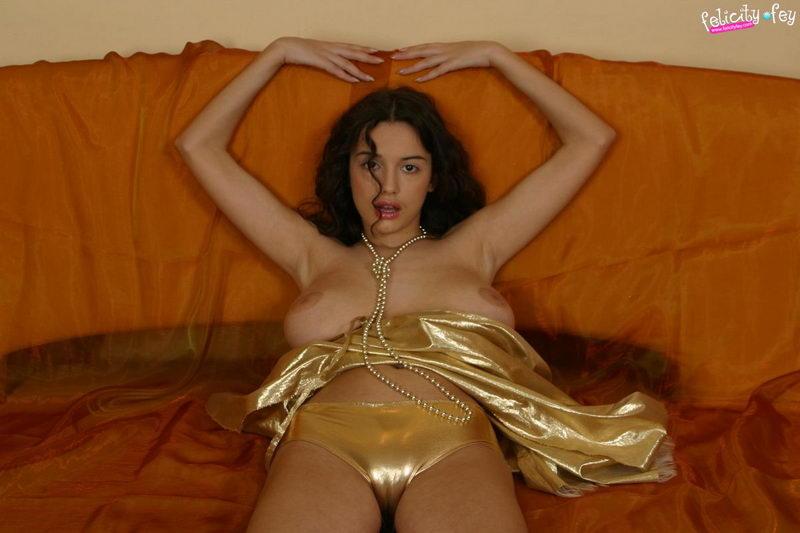 freehostedpics hg felicityfey goldendress pics02