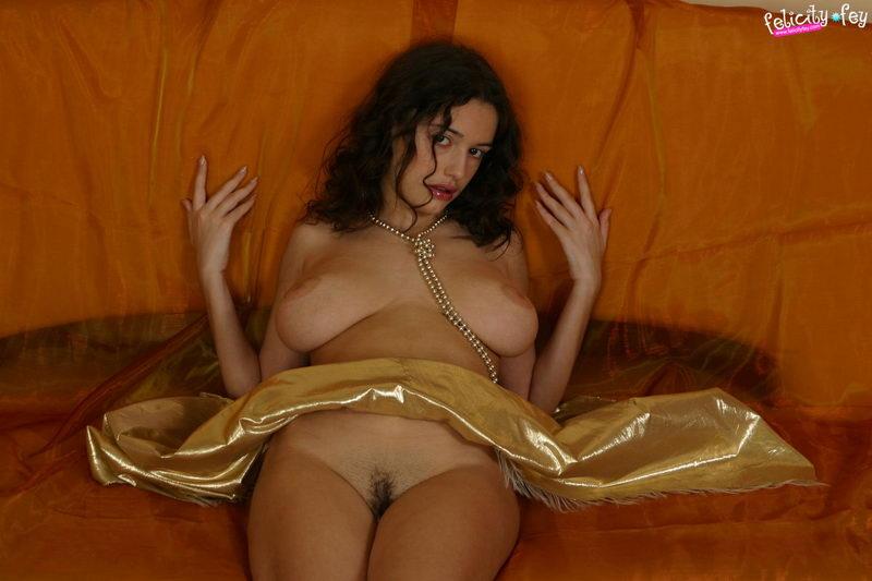 freehostedpics hg felicityfey goldendress pics11